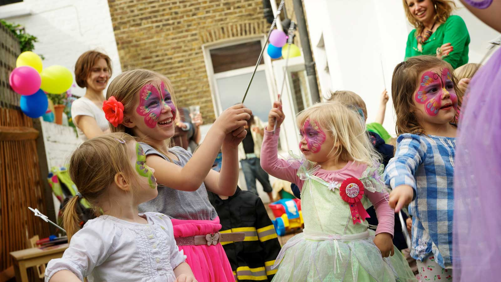 Party entertainment, drama, music and dance classes for young children living in Greater London and Surrey